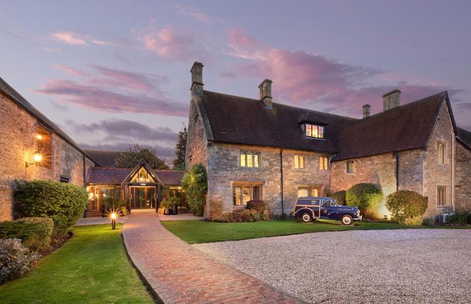 """<p>With stunning honey-hued stone on the outside and a clean and contemporary feel on the inside, this historic riverside hotel is a country escape with modern style. The vast ceilings and wood beams in the lounge add drama, but expect gleaming bathrooms and minimalist rooms. </p><p>Some parts of the building date back to the 15th century, and there's a spa, pool and gym to jump into. You can wake up to the sound of ducks instead of sirens, yet Oxford is just 15 minutes away should you want to soak up the sights of the heritage city.</p><p><strong>Distance from London by train:</strong> London Paddington and London Marylebone to Oxford central station takes around one hour.</p><p><a href=""""https://www.redescapes.com/offers/voco-oxford-thames-hotel-henley"""" rel=""""nofollow noopener"""" target=""""_blank"""" data-ylk=""""slk:Read our review of Voco Oxford Thames."""" class=""""link rapid-noclick-resp"""">Read our review of Voco Oxford Thames.</a></p><p><a class=""""link rapid-noclick-resp"""" href=""""https://go.redirectingat.com?id=127X1599956&url=https%3A%2F%2Fwww.booking.com%2Fhotel%2Fgb%2Fde-vere-oxford-thames.en-gb.html%3Faid%3D2070929%26label%3Dhotels-outside-london&sref=https%3A%2F%2Fwww.redonline.co.uk%2Ftravel%2Finspiration%2Fg34469437%2Fhotels-outside-london%2F"""" rel=""""nofollow noopener"""" target=""""_blank"""" data-ylk=""""slk:CHECK AVAILABILITY"""">CHECK AVAILABILITY</a></p>"""