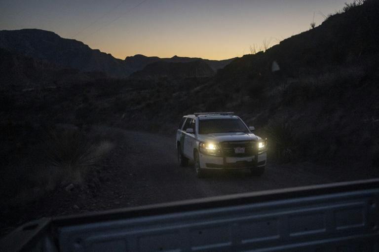 A Border Patrol vehicle drives at dusk in the Big Bend sector near Ruidosa, Texas (AFP Photo/Paul Ratje)