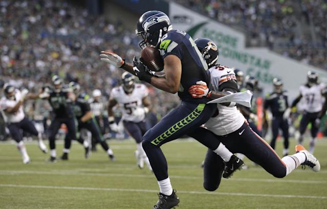 Seattle Seahawks' Jermaine Kearse, left, hauls in a 12-yard touchdown pass as Chicago Bears' Charles Tillman defends in the first half of a preseason NFL football game, Friday, Aug. 22, 2014, in Seattle. (AP Photo/Stephen Brashear)