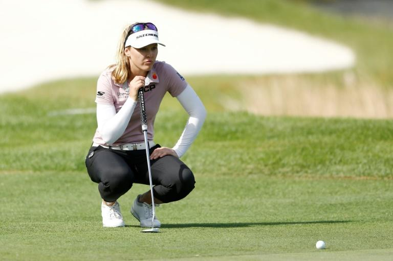Canadian Brooke Henderson looks over a putt on the 18th green in the second round of the US LPGA Tournament of Champions (AFP Photo/Michael Reaves)