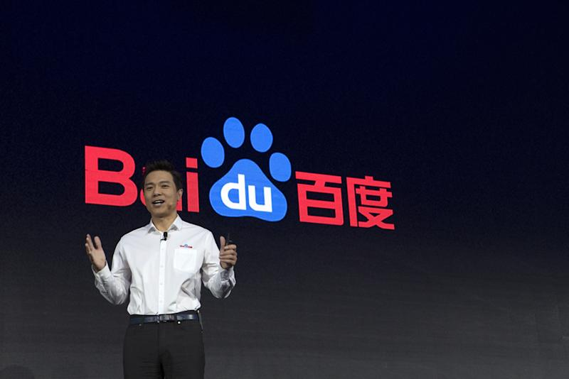 Man pours water on Baidu CEO during speech