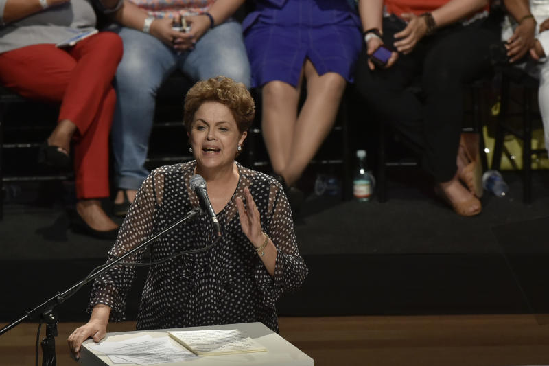 Brazilian president Dilma Rousseff delivers a speech during the anniversary of the Workers' Party in Belo Horizonte on February 6, 2015 (AFP Photo/Uarlen Valerio)
