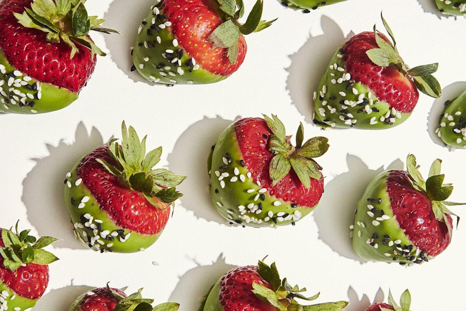 """<h1 class=""""title"""">Matcha-Dipped Strawberries</h1><cite class=""""credit"""">Photo by Alex Lau, Food Styling by Rebecca Jurkevich</cite>"""