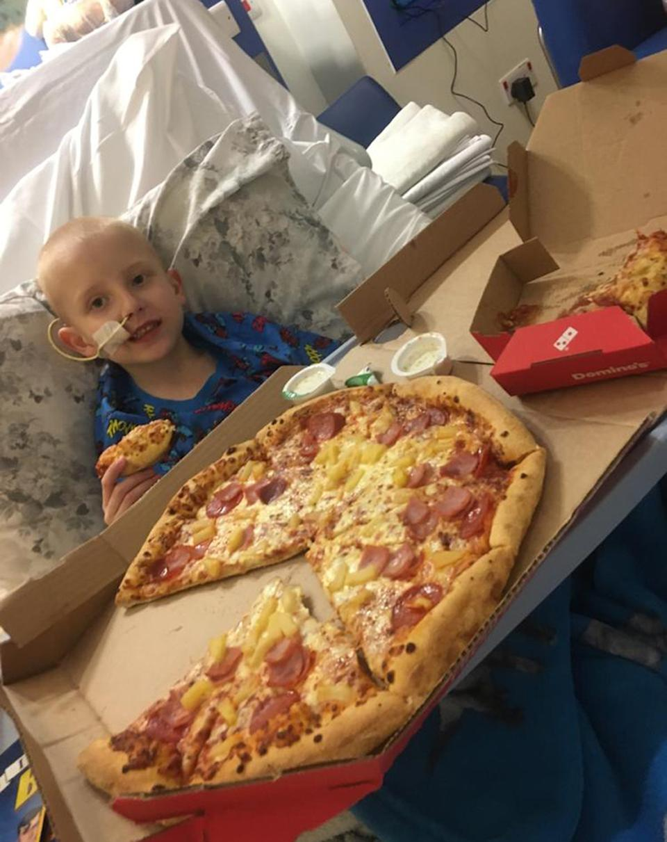 Tommy has a pizza in hospital. (PA Real Life/Collect)