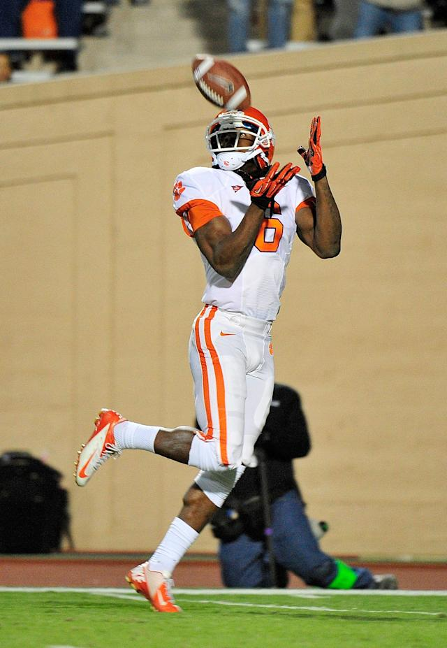 DURHAM, NC - NOVEMBER 03: DeAndre Hopkins #6 of the Clemson Tigers makes a touchdown catch against the Duke Blue Devils during play at Wallace Wade Stadium on November 3, 2012 in Durham, North Carolina. (Photo by Grant Halverson/Getty Images)
