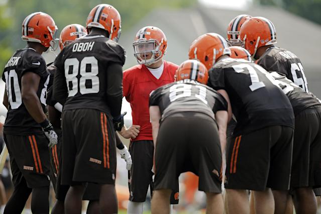 Cleveland Browns quarterback Johnny Manziel, center, calls a play during the first practice at the NFL football team's training camp in Berea, Ohio Saturday, July 26, 2014. (AP Photo)