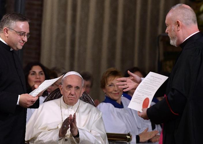 Pope Francis attends a ceremony during his visit to the All Saints' Anglican Church in Rome on February 26, 2017 (AFP Photo/FILIPPO MONTEFORTE)