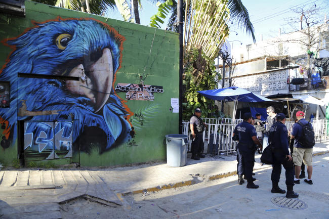 Mexico nightclub shooting Playa del Carmen blue parrot police