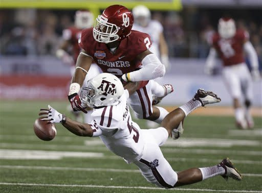 Texas A&M's Kenric McNeal (5) is unable to reach a pass as Oklahoma's Julian Wilson (2) defends in the first half of the Cotton Bowl NCAA college football game Friday, Jan. 4, 2013, in Arlington, Texas. (AP Photo/LM Otero)