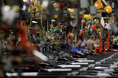 FILE PHOTO: Workers perform assembly on SUV chassis at the General Motors (GM) Assembly Plant in Arlington, Texas, U.S. on June 9, 2015.    REUTERS/Mike Stone/File Photo