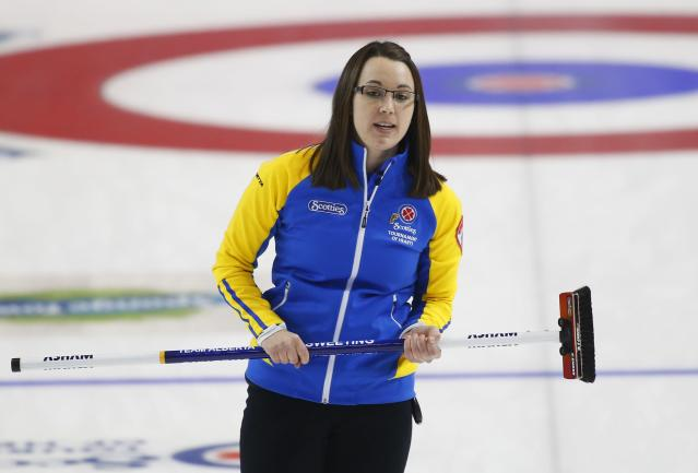 Alberta skip Val Sweeting reacts to her shot in their gold medal game against Manitoba during the Scotties Tournament of Hearts in Moose Jaw, Saskatchewan, February 22, 2015. REUTERS/Todd Korol (CANADA - Tags: SPORT CURLING)
