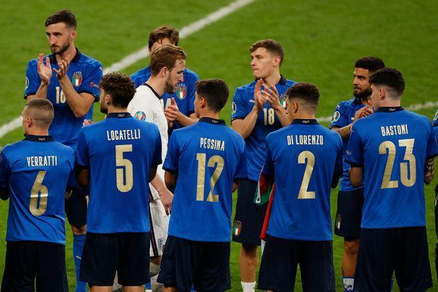 TOPSHOT - Italy players applaud as England's forward Harry Kane (C) walks between them after italy won the UEFA EURO 2020 final football match between Italy and England at the Wembley Stadium in London on July 11, 2021. (Photo by JOHN SIBLEY / POOL / AFP) (Photo by JOHN SIBLEY/POOL/AFP via Getty Images) (Photo: JOHN SIBLEY via Getty Images)