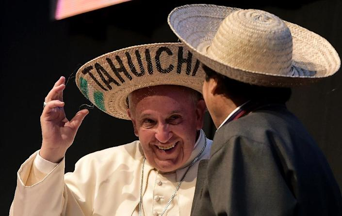Pope Francis and Bolivian President Evo Morales take part in the Second World Meeting of the Popular Movements at the Expo Feria Exhibition Centre, in Santa Cruz, Bolivia, on July 9, 2015 (AFP Photo/Vincenzo Pinto)