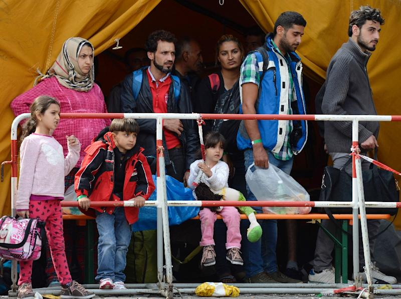 Migrants wait for the bus at the main train station in Munich, southern Germany, on September 13, 2015 (AFP Photo/Christof Stache)
