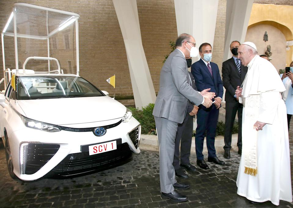 VATICAN CITY, VATICAN - OCTOBER 07: (L-R) Toyota Motor Europe Senior Vice President Miguel Fonseca, Toyota Motor Italia CEO Mauro Caruccio and Pope Francis attend the delivery of the Toyota Mirai Papamobile on October 07, 2020 in Vatican City, Vatican. (Photo by Franco Origlia/Getty Images for Toyota)