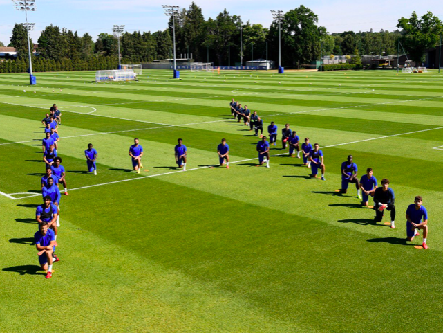 Chelsea players take a knee before training: Chelsea FC