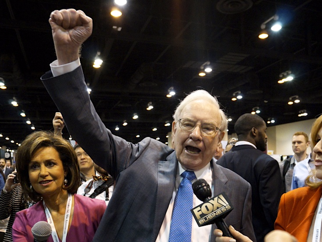 Warren Buffett to become largest shareholder in Bank of America