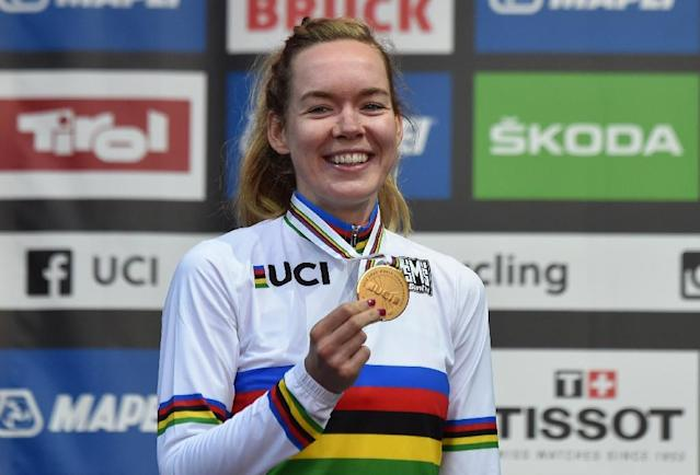 Anna Van Der Breggen poses with the gold medal and her rainbow jersey (AFP Photo/Christof STACHE)