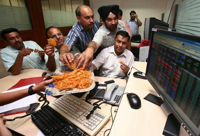 At closing too, benchmark indices logged record high levels. While  Sensex closed 553 points higher at 40,267 level, Nifty rose 165 points  to 12,088 level. <br />