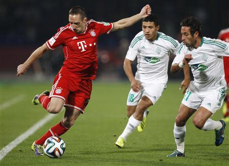 Adil Karrouchy (R) and Abdelilah Hafidi (C) of Morocco's Raja Casablanca fight for the ball with Franck Ribery of Germany's Bayern Munich during their 2013 FIFA Club World Cup final match at Marrakech stadium December 21, 2013. REUTERS/Amr Abdallah Dalsh