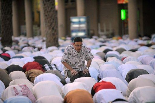 Men in Saudi Arabia pray on the first day of Eid al-Fitr, on August 19, 2012 to mark the end of Ramadan