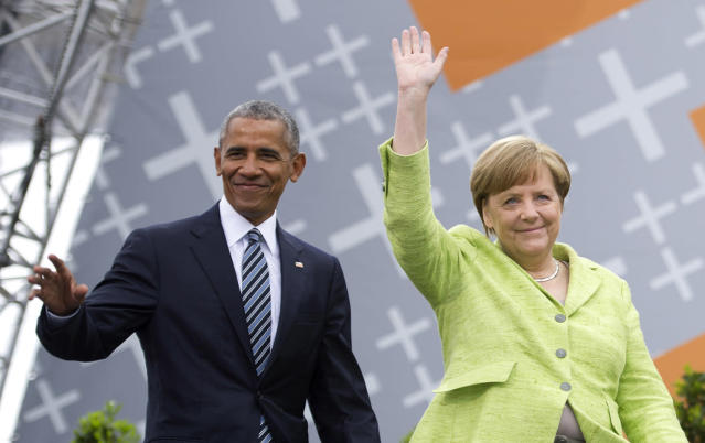 <p>German Chancellor Angela Merkel and former President of the United States of America Barack Obama arrive for a discussion on democracy at Church Congress on May 25, 2017 in Berlin, Germany. (Photo: Steffi Loos/Getty Images) </p>