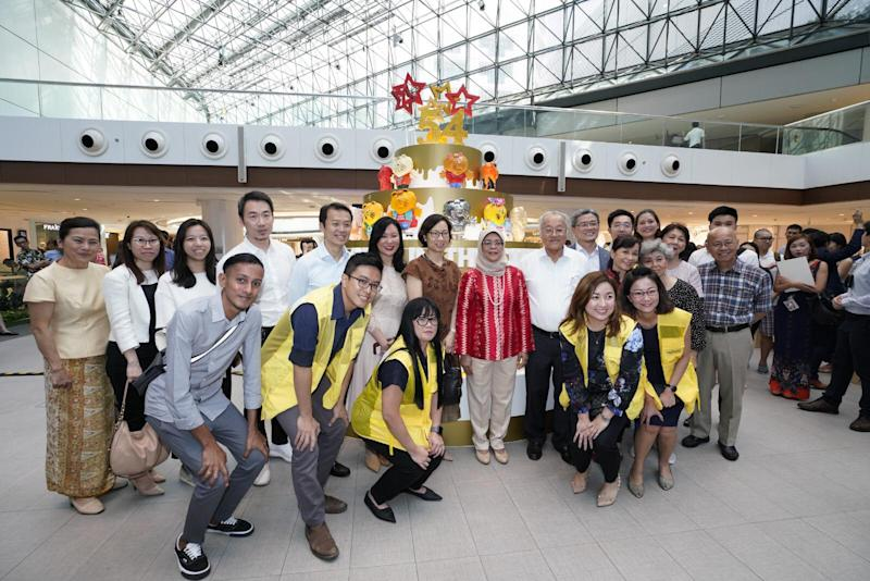 President Halimah Yacob poses for a photo with key figures and volunteers. (PHOTO: Raffles City Singapore)
