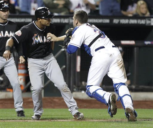 Miami Marlins' Donovan Solano, second from left, is tagged out during a rundown by New York Mets catcher Josh Thole during the sixth inning of a baseball game on Friday, Sept. 21, 2012, in New York. (AP Photo/Frank Franklin II)