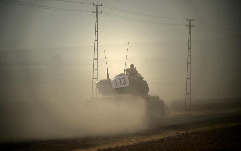 A Turkish army tank drives towards Syria in the Turkish border city of Karkamis on August 24, 2016