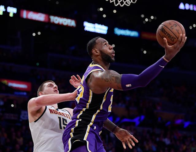 Los Angeles Lakers star LeBron James will play on a minutes restriction for the rest of the season. (AP Foto/Mark J. Terrill)