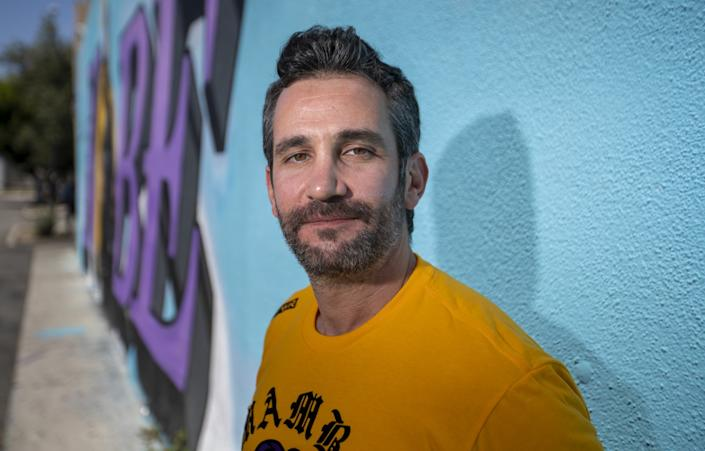 "Mike Asner, creator of the KobeMural Instagram maps and KobeMural.com. <span class=""copyright"">(Allen J. Schaben / Los Angeles Times)</span>"