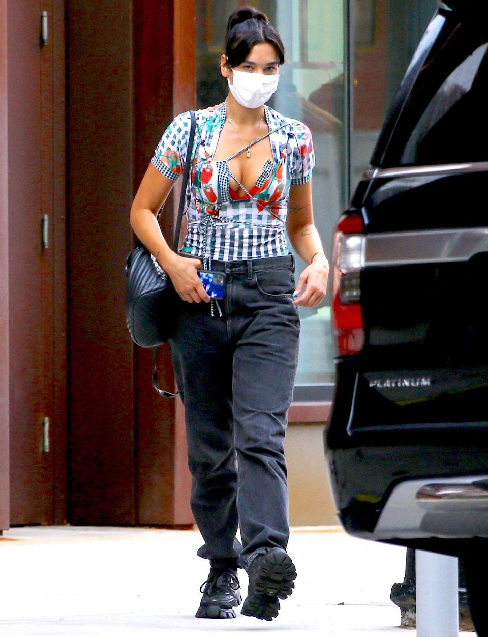 <p>Dua Lipa leaves her SoHo apartment in N.Y.C. on Sunday wearing a mask. </p>