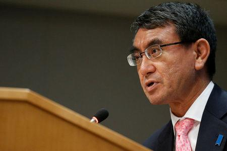 Foreign Minister Emphasizes Cooperation in Meeting with Abe
