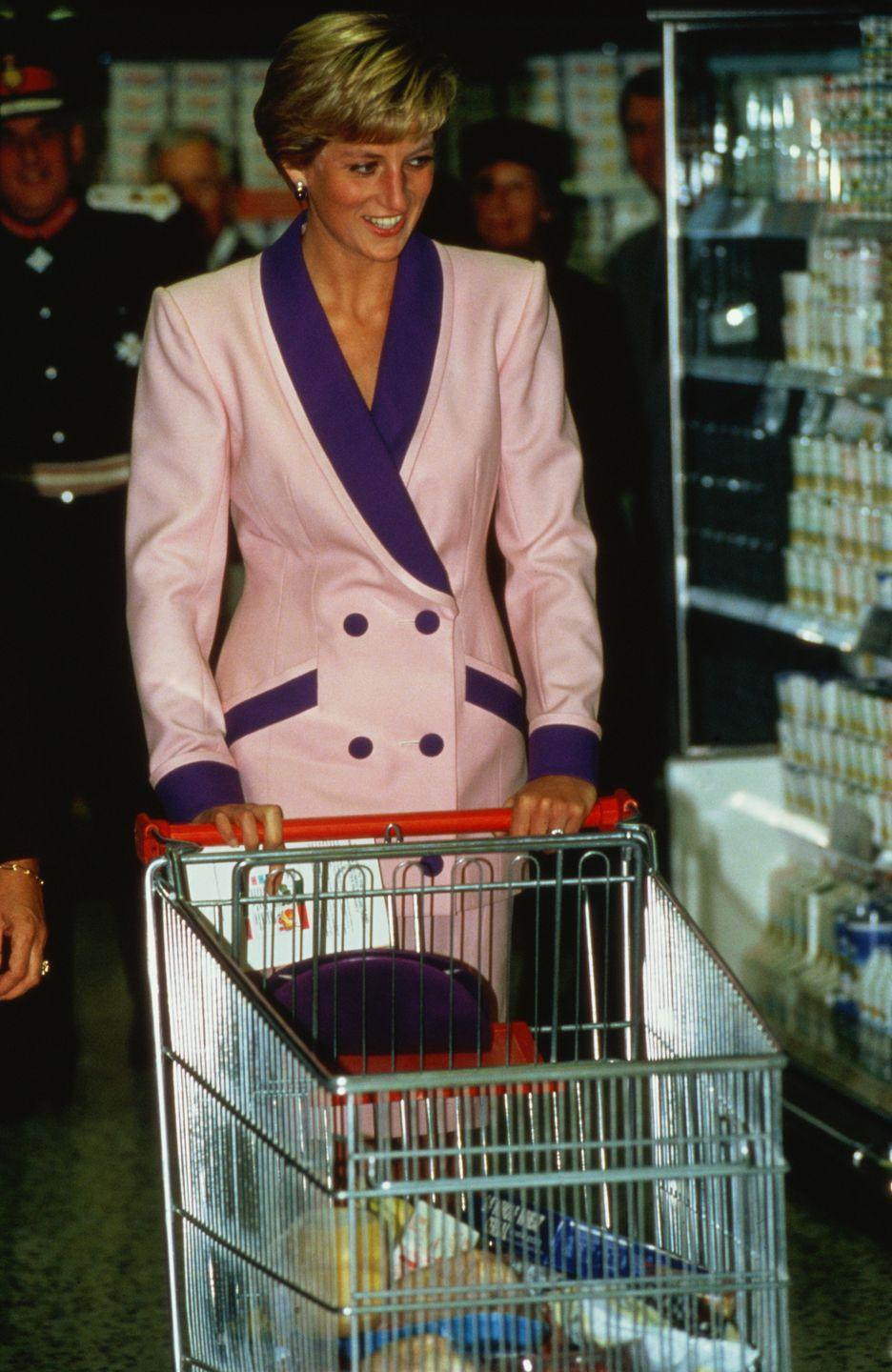 <p>At Tesco in 1990, Princess Diana practically filled her cart with pantry essentials.</p>