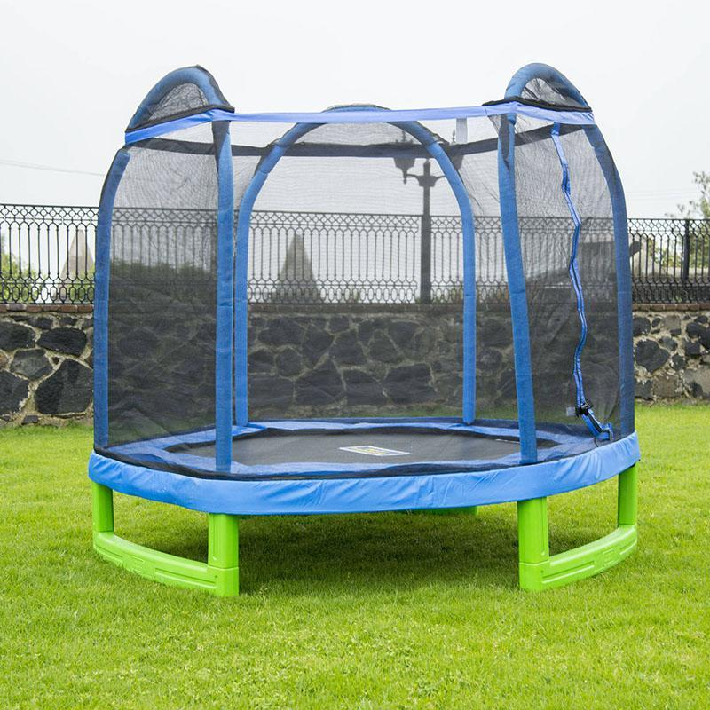 The UV-resistant netting and padded spring cover ensure kiddos stay safe while having a ball. (Photo: Walmart)