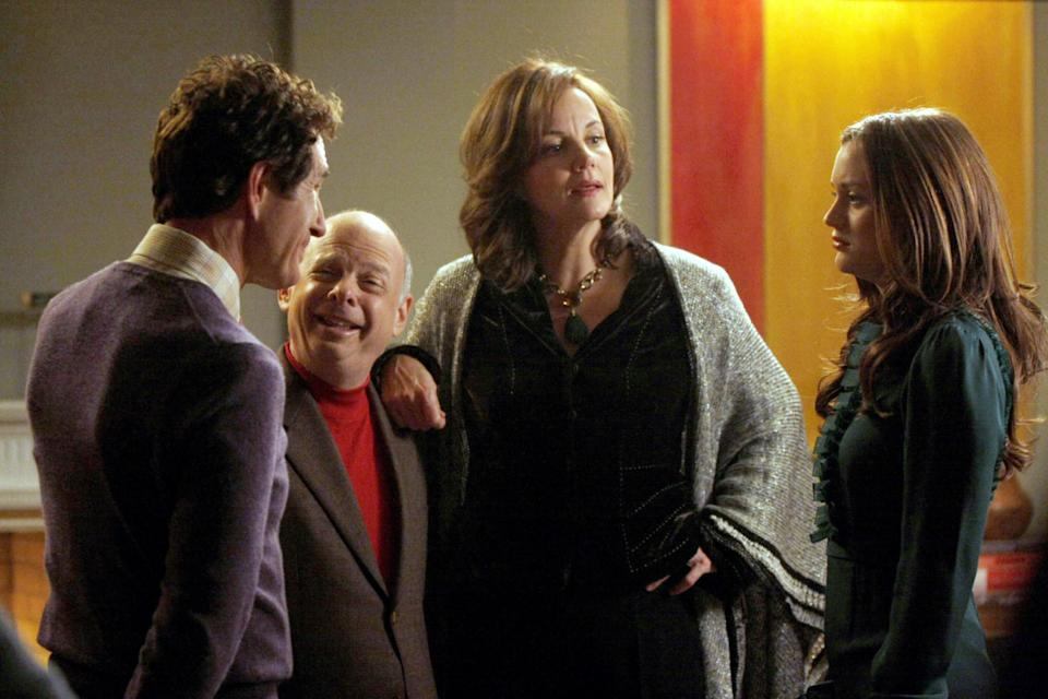 "<h1 class=""title"">GOSSIP GIRL, from left: John Shea, Wallace Shawn, Margaret Colin, Leighton Meester, 'The Magnificent</h1> <div class=""caption""> GOSSIP GIRL, from left: John Shea, Wallace Shawn, Margaret Colin, Leighton Meester, 'The Magnificent Archibalds', (Season 2, ep. 211, aired November 17, 2008) </div> <cite class=""credit"">©CW Network/Courtesy Everett Collection</cite>"