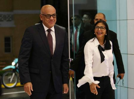 Mayor of Caracas Jorge Rodriguez (L) and President of Venezuela's National Constitutional Assembly Delcy Rodriguez arrive for a third round of talks between President Nicolas Maduro's government and Venezuela's opposition coalition, in Santo Domingo, Dominican Republic January 11, 2018.  REUTERS/Roberto Guzman