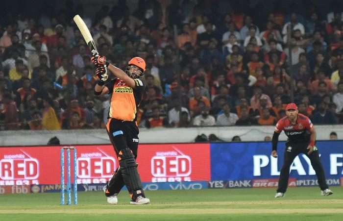Yuvraj, Henriques take Sunrisers to 207/4 in IPL-10 opener