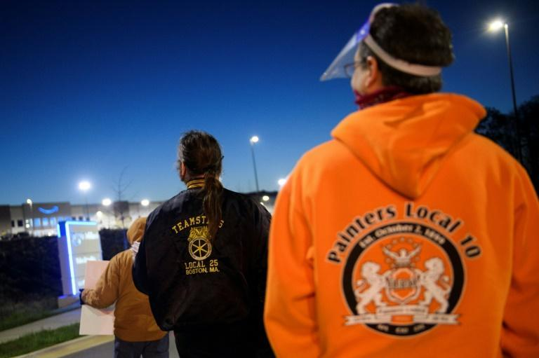 Union supporters distribute information before sunrise