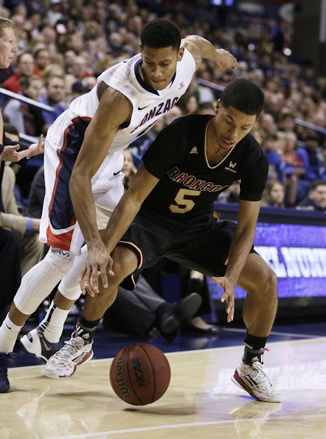 Santa Clara's Jalen Richard (5) and Gonzaga's Angel Nunez fight for the loose ball during the second half of an NCAA college basketball game on Saturday, Dec. 28, 2013, in Spokane, Wash. Gonzaga won 74-60. (AP Photo/Young Kwak)