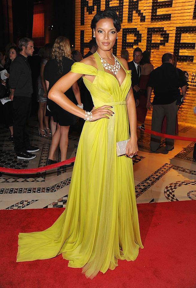 """Karolina's fellow Victoria's Secret Angel Selita Ebanks stepped out for the good cause in a gorgeous citron J. Mendel gown. Dimitrios Kambouris/<a href=""""http://www.wireimage.com"""" target=""""new"""">WireImage.com</a> - September 22, 2009"""