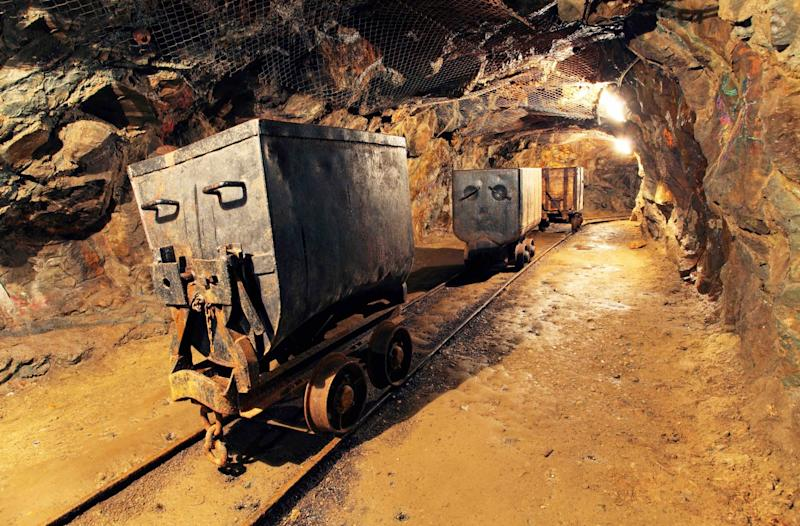 Bitcoin Price Decline Prompts US Mining Firm to Shut Down 'Indefinitely'