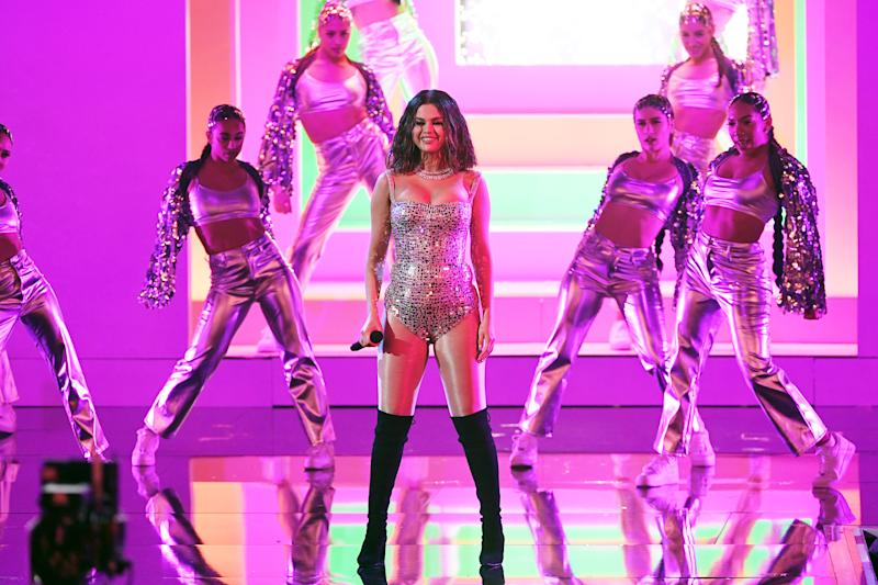 Selena Gomez criticised for 'off key' AMAs performance, fans blame nerves