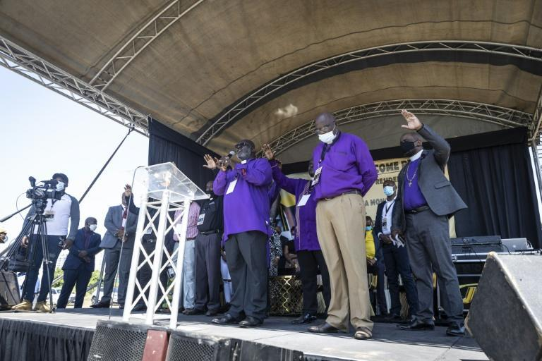 Religious leaders speak at the prayer session for Zuma (AFP/GUILLEM SARTORIO)