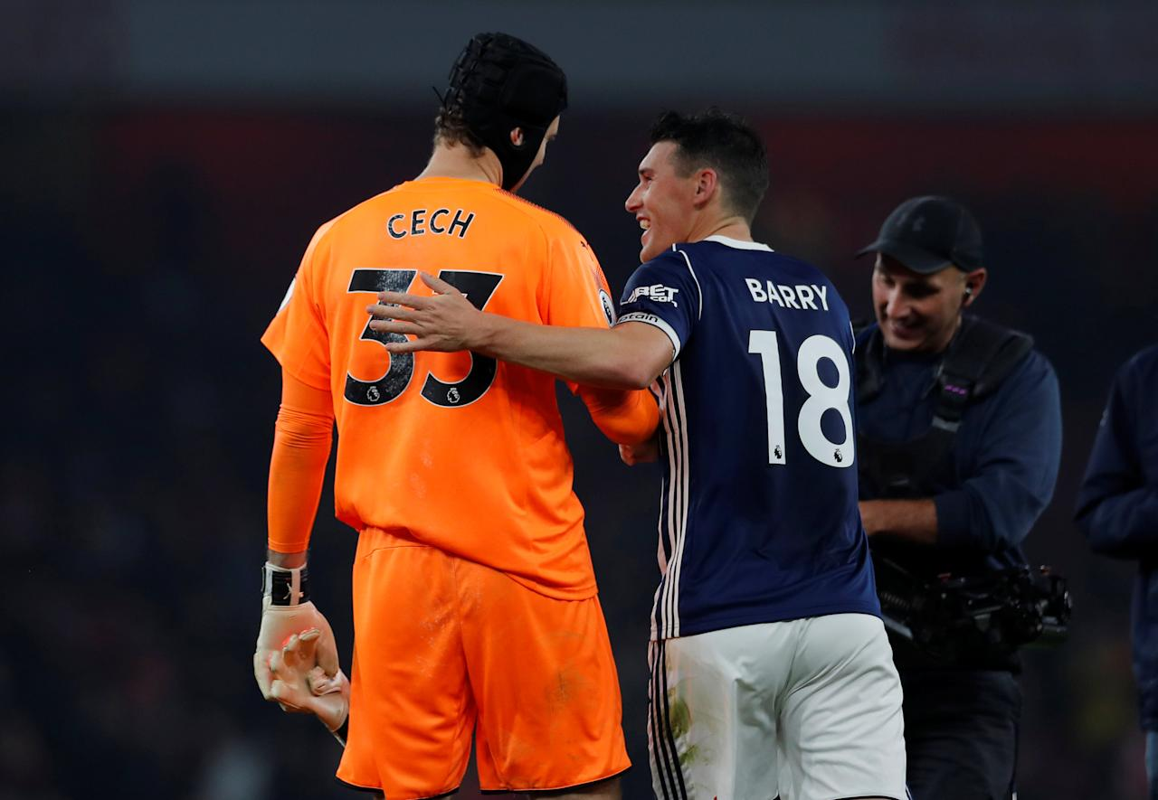 """Soccer Football - Premier League - Arsenal vs West Bromwich Albion - Emirates Stadium, London, Britain - September 25, 2017   West Bromwich Albion's Gareth Barry and Arsenal's Petr Cech at the end of the match                Action Images via Reuters/Andrew Couldridge    EDITORIAL USE ONLY. No use with unauthorized audio, video, data, fixture lists, club/league logos or """"live"""" services. Online in-match use limited to 75 images, no video emulation. No use in betting, games or single club/league/player publications. Please contact your account representative for further details."""