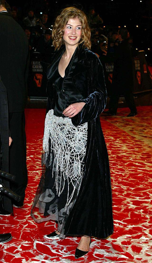 401521 16: Actress Rosamund Pike arrives at the British Academy of Film and Television Arts (BAFTA) awards ceremony February 24, 2002 in London. (Photo by UK Press/Getty Images)