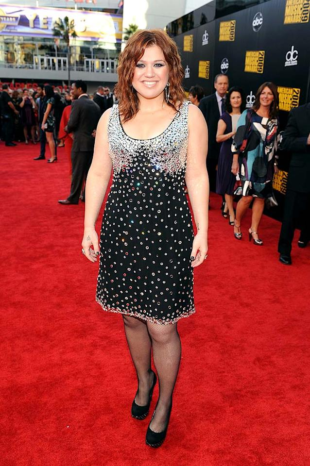 "Kelly Clarkson  Grade: C-  ""Idol's"" Season 1 sensation didn't do herself any favors by donning a matronly cocktail frock, fishnets, and boring black footwear. Frazer Harrison/<a href=""http://www.gettyimages.com/"" target=""new"">GettyImages.com</a> - November 22, 2009"