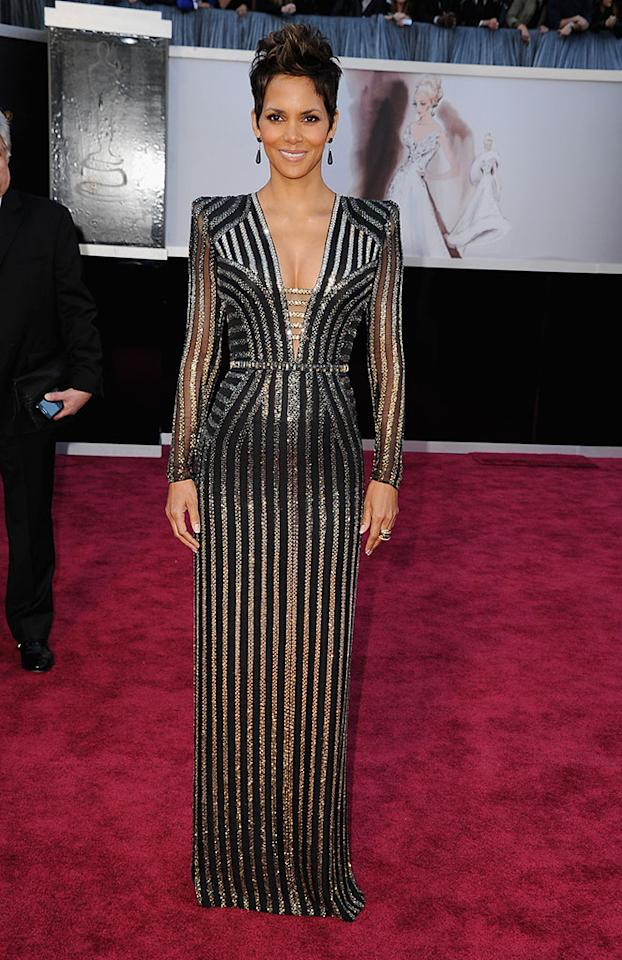 Halle Berry arrives at the Oscars in Hollywood, California, on February 24, 2013.
