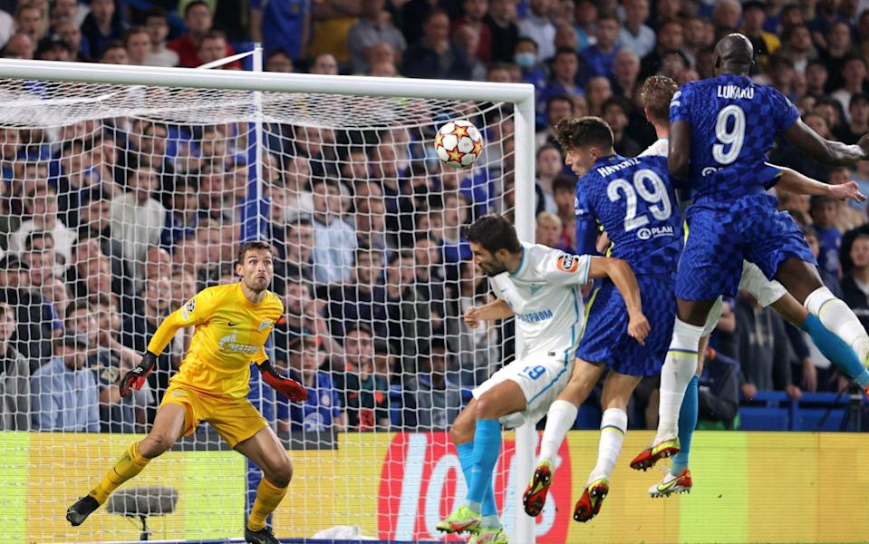 Romelu Lukaku of Chelsea (R) scores their 1st goal during the UEFA Champions League group H match between Chelsea FC and Zenit St. Petersburg at Stamford Bridge on September 14, 2021 in London, United Kingdom. - GETTY IMAGES