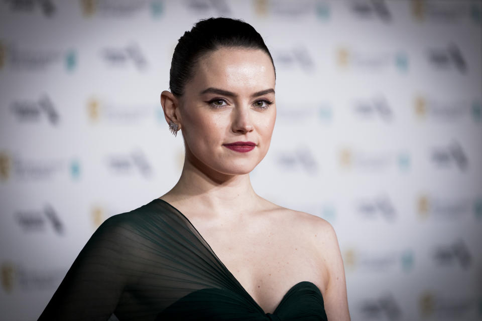 """Daisy Ridley says she's been told she has an """"intimidating"""" and """"aggressive"""" demeanor. (Photo: Tristan Fewings/Getty Images)"""